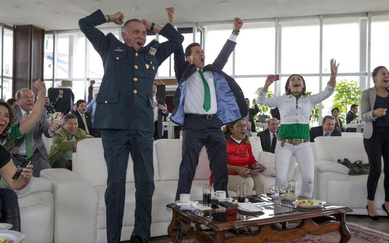 Các nguyên thủ quốc gia cũng 'phát cuồng' vì World Cup - ảnh 2