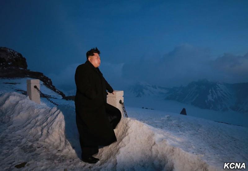 Thông tấn Triều Tiên: Ngỡ ngàng hình ảnh Kim Jong-un leo núi - ảnh 2