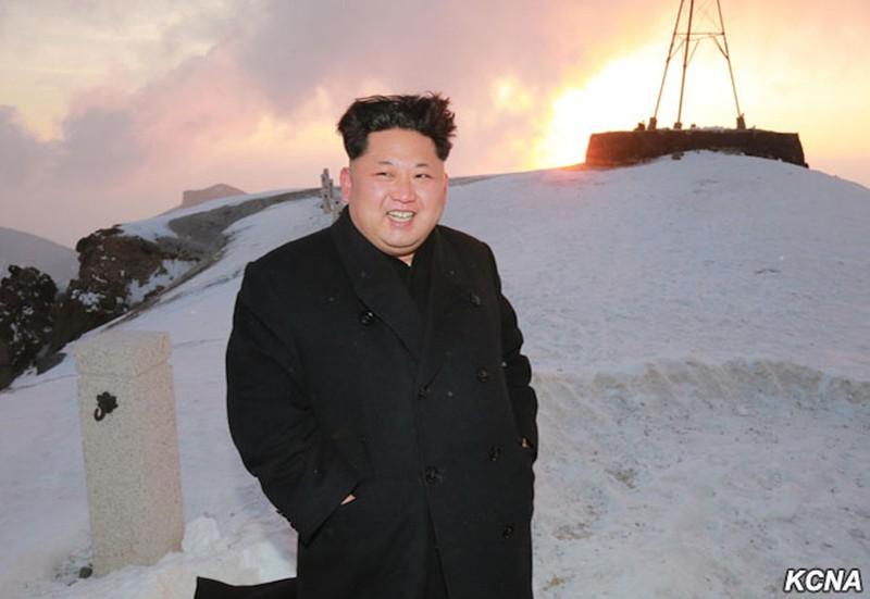 Thông tấn Triều Tiên: Ngỡ ngàng hình ảnh Kim Jong-un leo núi - ảnh 4
