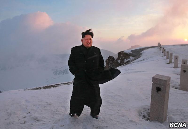 Thông tấn Triều Tiên: Ngỡ ngàng hình ảnh Kim Jong-un leo núi - ảnh 5