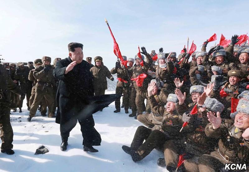 Thông tấn Triều Tiên: Ngỡ ngàng hình ảnh Kim Jong-un leo núi - ảnh 6