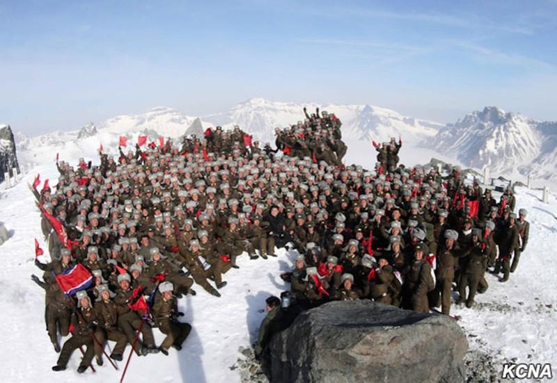 Thông tấn Triều Tiên: Ngỡ ngàng hình ảnh Kim Jong-un leo núi - ảnh 8