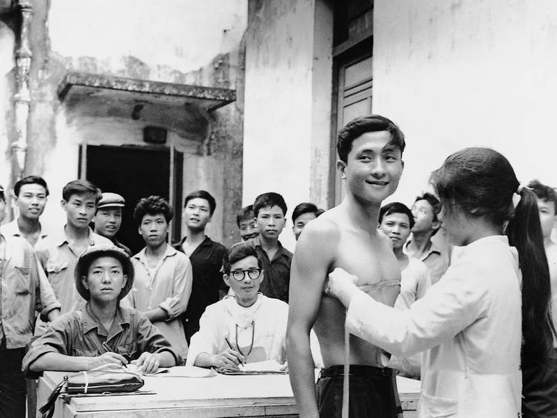 Bộ ảnh quý về chiến tranh Việt Nam do phóng viên nước ngoài sưu tập - ảnh 1