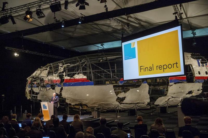 Những gì còn sót lại của chuyến bay định mệnh MH17 - ảnh 1