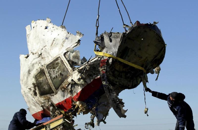 Những gì còn sót lại của chuyến bay định mệnh MH17 - ảnh 11