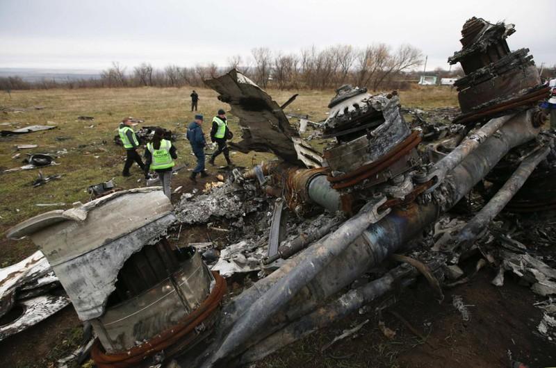 Những gì còn sót lại của chuyến bay định mệnh MH17 - ảnh 13