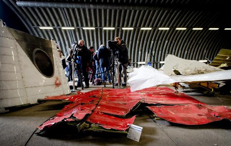 Những gì còn sót lại của chuyến bay định mệnh MH17 - ảnh 15