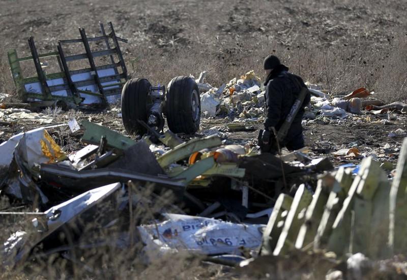 Những gì còn sót lại của chuyến bay định mệnh MH17 - ảnh 9