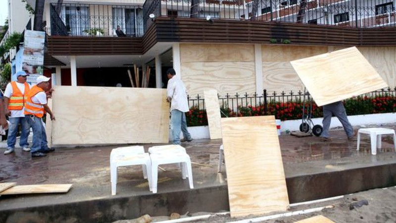 Những hình ảnh đầu tiên về siêu bão Patricia đổ bộ vào Mexico - ảnh 4