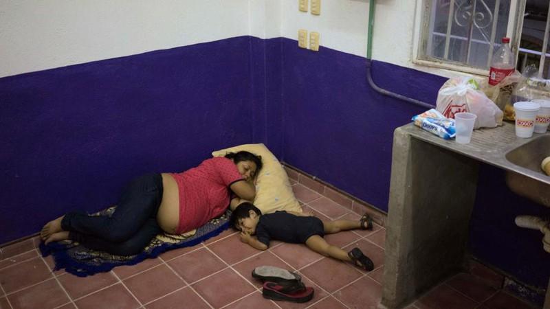 Những hình ảnh đầu tiên về siêu bão Patricia đổ bộ vào Mexico - ảnh 8