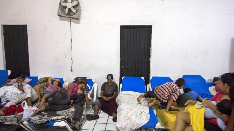 Những hình ảnh đầu tiên về siêu bão Patricia đổ bộ vào Mexico - ảnh 9