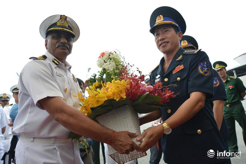 Tàu tuần duyên hơn 2.000 tấn của Ấn Độ tới thăm TP.HCM - ảnh 6