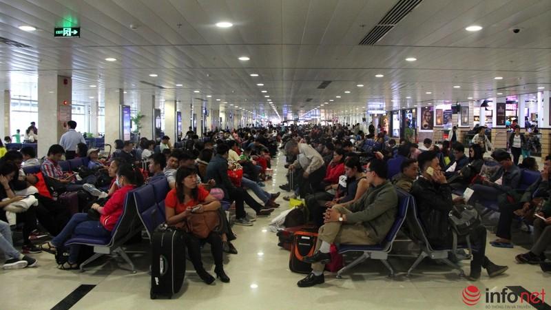 Sân bay Tân Sơn Nhất thông thoáng ngày cuối năm - ảnh 13