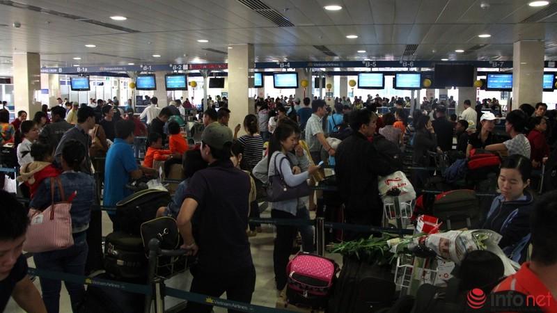 Sân bay Tân Sơn Nhất thông thoáng ngày cuối năm - ảnh 2