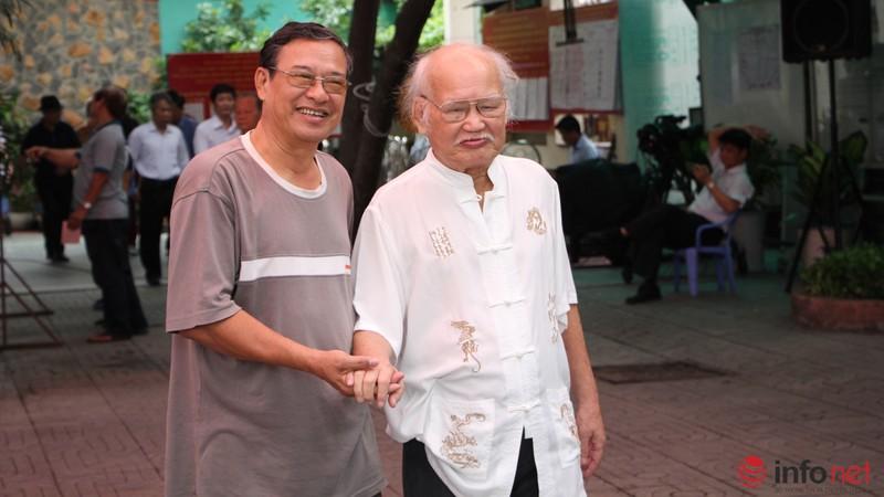 Phu nhân cố Tổng bí thư Nguyễn Văn Linh đi bầu cử ở tuổi 99 - ảnh 11