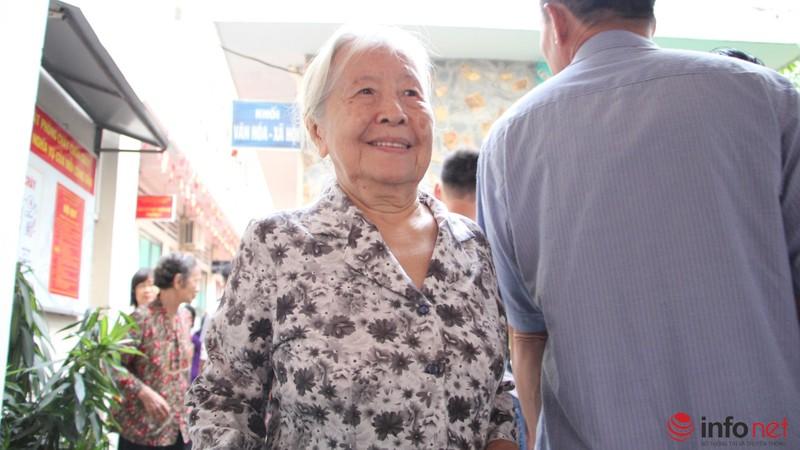 Phu nhân cố Tổng bí thư Nguyễn Văn Linh đi bầu cử ở tuổi 99 - ảnh 9