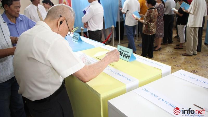 Phu nhân cố Tổng bí thư Nguyễn Văn Linh đi bầu cử ở tuổi 99 - ảnh 13