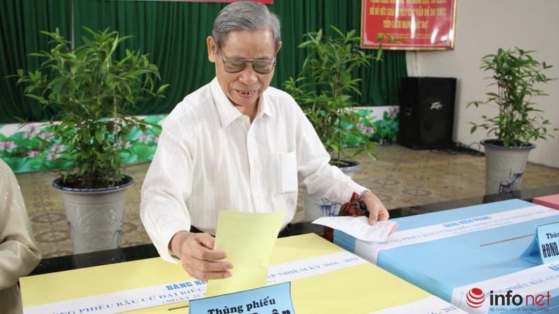 Phu nhân cố Tổng bí thư Nguyễn Văn Linh đi bầu cử ở tuổi 99 - ảnh 14