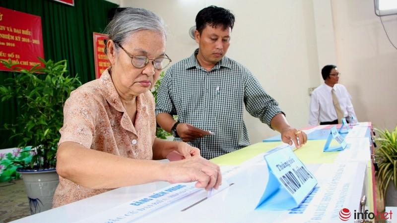 Phu nhân cố Tổng bí thư Nguyễn Văn Linh đi bầu cử ở tuổi 99 - ảnh 15