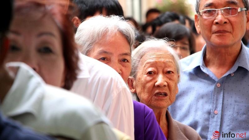 Phu nhân cố Tổng bí thư Nguyễn Văn Linh đi bầu cử ở tuổi 99 - ảnh 8
