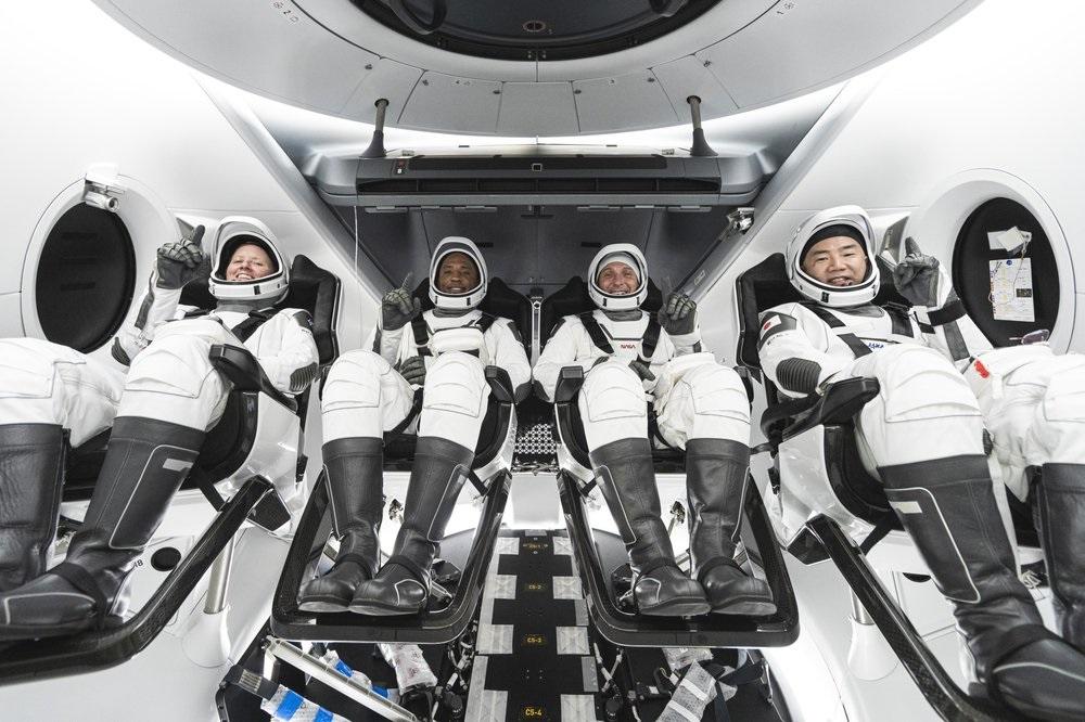 Bốn phi hành gia đến bãi phóng chuẩn bị lên Trạm vũ trụ trên tên lửa SpaceX -0