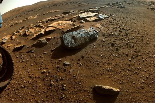 Hai mẫu đá sao Hỏa tiết lộ từng tiếp xúc với nước thời gian dài