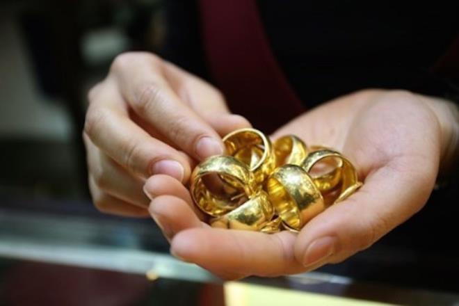 Cứ có mấy triệu đồng là mẹ chồng tôi lại đi mua vàng - 1