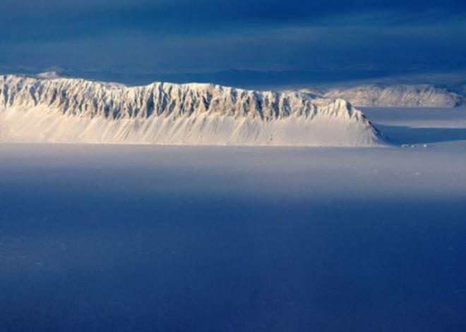 Thềm băng Bắc Cực nguyên vẹn cuối cùng của Canada sụp đổ - 1