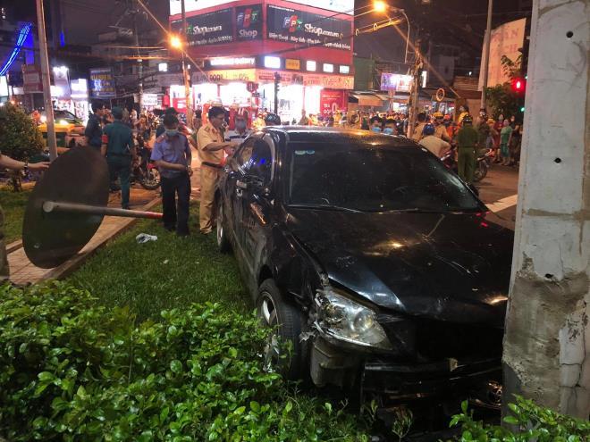 Nữ tài xế hoảng sợ vái lạy mọi người sau tai nạn tông hàng loạt xe máy ở TP. HCM - 1