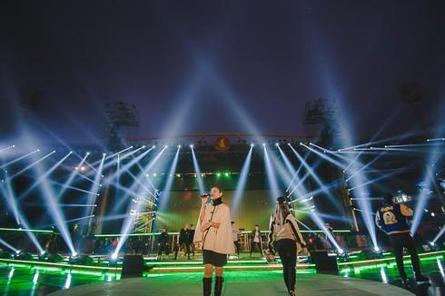 Thu Minh 'bay' trong buổi tổng duyệt Đại Nhạc Hội VInID Đại Hỷ Xuân 2017 - ảnh 3