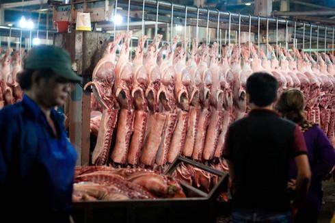 Thịt lợn từ chuồng ra chợ, dân buôn một ngày 'ăn' ngay 3,5 triệu/con