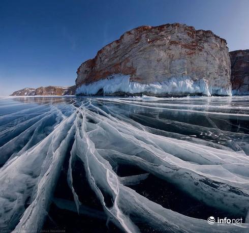 Quang cảnh kỳ vĩ của những hồ nước đóng băng trên thế giới - ảnh 2