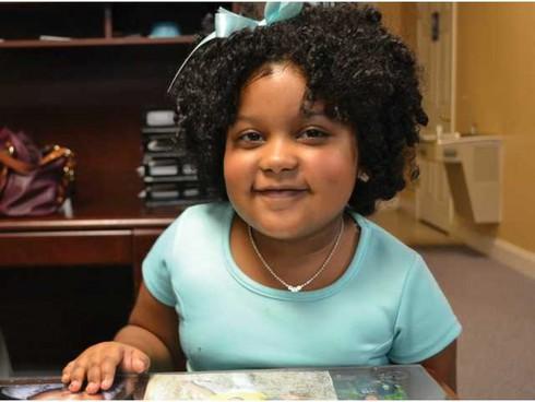 Cô bé 4 tuổi đọc hơn… 1.000 cuốn sách - ảnh 1