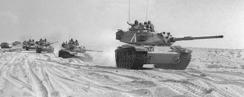 Toàn cảnh trận đấu xe tăng lớn nhất sau thế chiến thứ 2 - ảnh 1