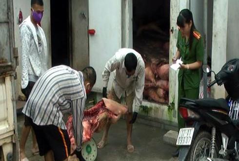 Lạng Sơn: Phát hiện 5 tấn thịt lợn bốc mùi hôi thối ở kho đông lạnh - ảnh 1