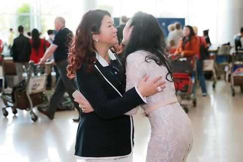 Lý Nhã Kỳ ra sân bay đón công chúa Thái Lan - ảnh 1