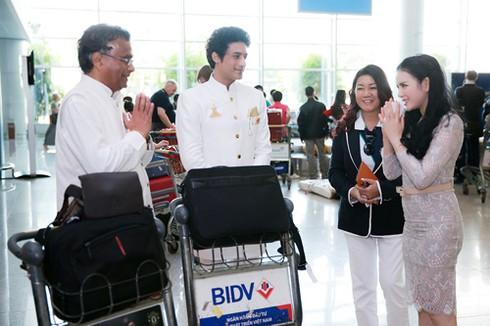 Lý Nhã Kỳ ra sân bay đón công chúa Thái Lan - ảnh 2