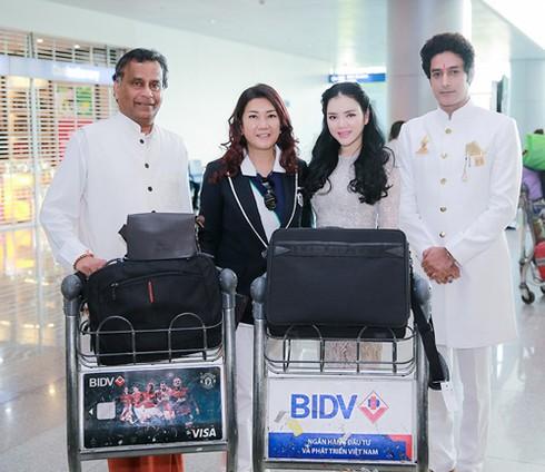 Lý Nhã Kỳ ra sân bay đón công chúa Thái Lan - ảnh 3