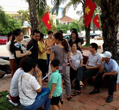 Nghệ An: Phụ huynh kéo đến trường phản đối học VNEN - ảnh 1