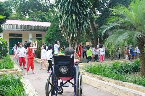 Khoảnh khắc xúc động nhìn trẻ em khuyết tật vui Tết thiếu nhi - ảnh 1