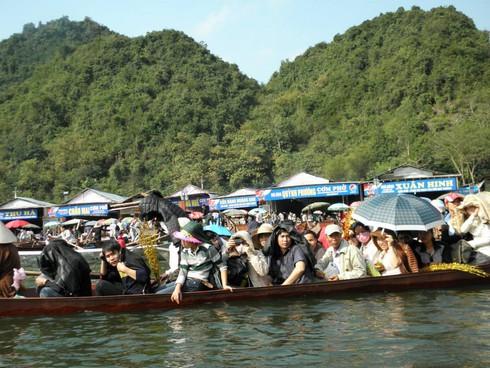 Lễ hội chùa Hương: Du khách hào hứng hành hương - ảnh 11