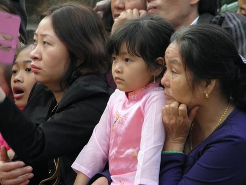 Lễ hội chùa Hương: Du khách hào hứng hành hương - ảnh 8