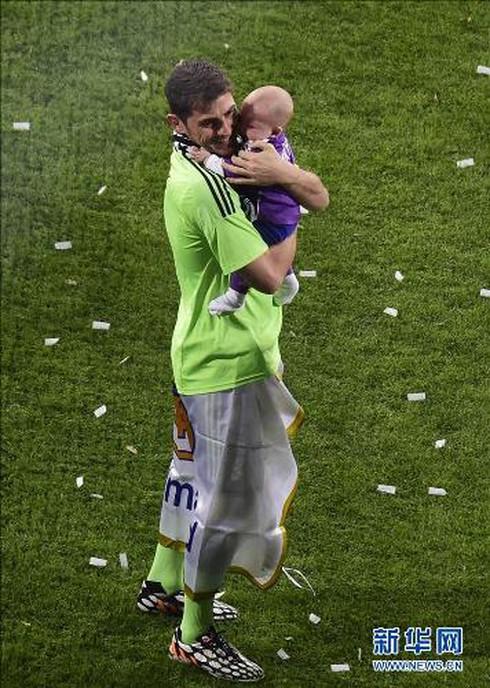 Những hình ảnh cha con cảm động của các ngôi sao World Cup 2014 - ảnh 20