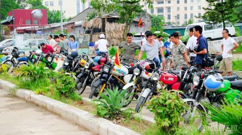 Xem xe máy Đông Đức trong ngày hội giao lưu xe cổ tại Hà Nội - ảnh 1
