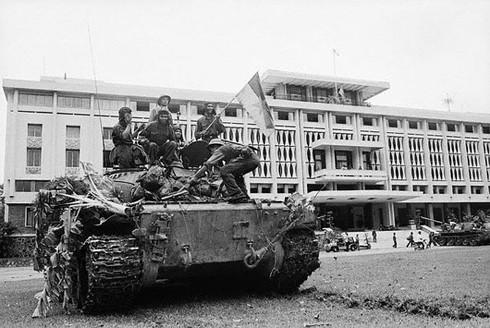 Trần Đăng Khoa: Vĩnh biệt người lính nông dân cắm cờ Dinh Độc lập - ảnh 2
