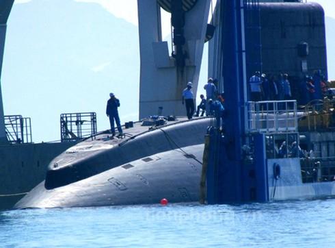 Clip hạ thủy tàu Kilo Hà Nội tại Cam Ranh mới nhất - ảnh 1