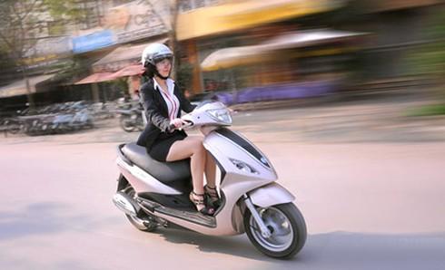 Đi xe máy kiểu nào thì tiết kiệm xăng nhất - ảnh 1