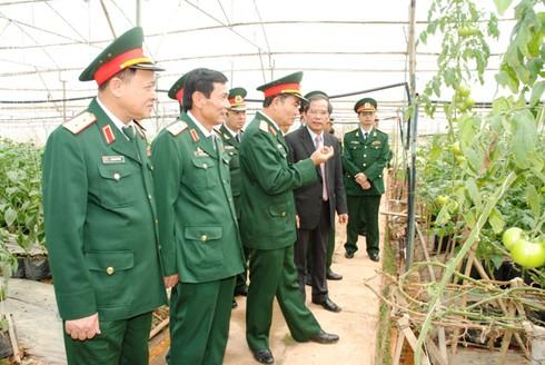 Quân đội quyết tâm bảo vệ chủ quyền và môi trường biển đảo - ảnh 1