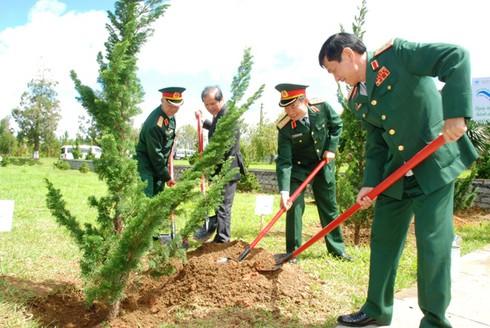 Quân đội quyết tâm bảo vệ chủ quyền và môi trường biển đảo - ảnh 2