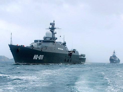 Tàu chiến Hải quân Việt Nam lần đầu tiên vượt qua đường xích đạo - ảnh 1